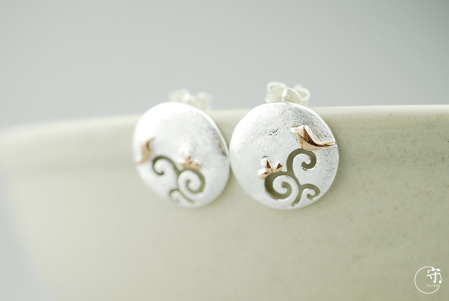 Exclusive Handmade Round Hollow Out Golden Birds on Tree Women 925 Sliver Earrings
