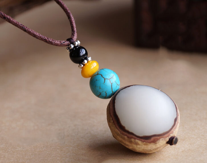 Handmade Exclusive Round Bodhi Seed With Half Peel Black Agate Beads Pendant Necklace